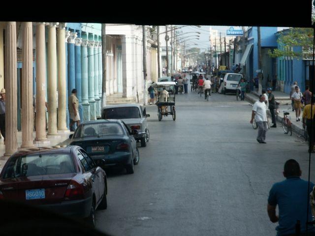 IMAG1489  Die Innenstadt von Moron  (vom Bus aus)
