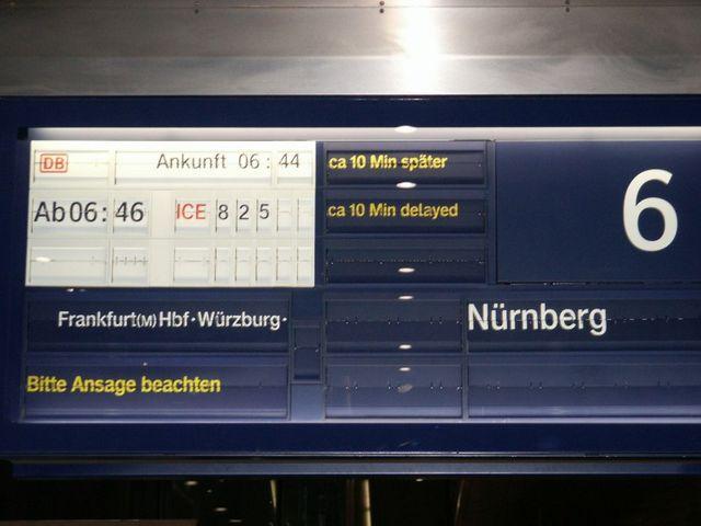 IMAG2661.JPG  Das geht ja gut los. Der Zug war dann 45 Minuten zu spät!